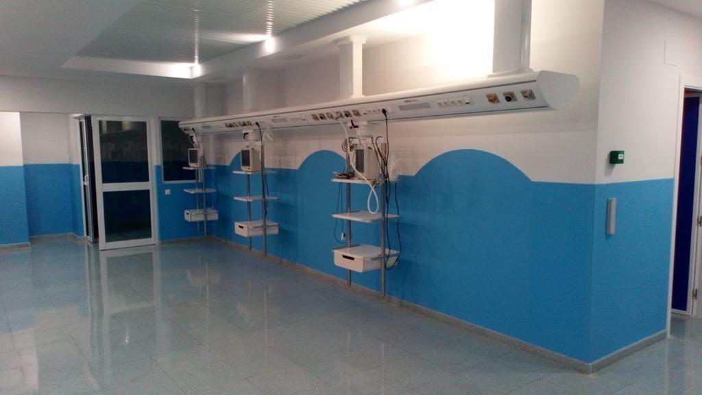 revestimientos de policarbonato para paredes en espacios sanitarios